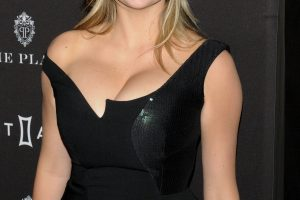 kate upton cleavage 58 photos celeb nudester 100 35