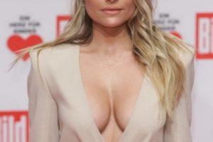sophia thomalla cleavage 9 photos celeb nudester 81 3