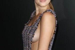 zoey deutch sideboob 29 photos celeb nudester 100 20