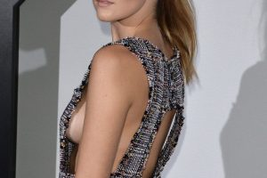 zoey deutch sideboob 29 photos celeb nudester 100 22